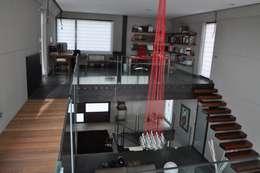 Estudios y oficinas de estilo minimalista por URBAQ arquitectos s.l.