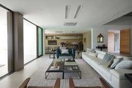 Projekty,  Salon zaprojektowane przez Julice Pontual Arquitetura