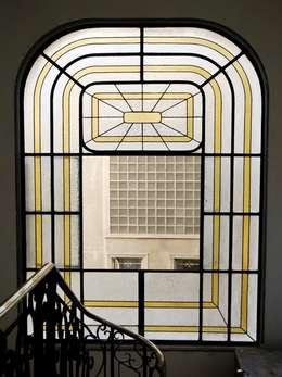 Penthouse Triplex · Barrio Italia: Pasillos y hall de entrada de estilo  por Francisco Vicuña Balaresque
