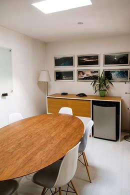 Sala de Reuniones: Oficinas y Comercios de estilo  por Francisco Vicuña Balaresque