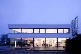 Einfamilienhaus: minimalistische Häuser von Innenarchitektur und Kunst