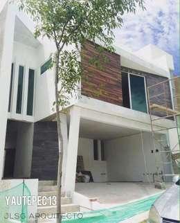 CASA YAUTEPEC 13 PARQUE CUERNAVACA LOMAS DE ANGELOPOLIS III CASCATTA PUEBLA: Casas de estilo minimalista por JLSG Arquitecto
