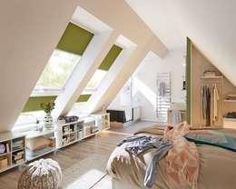 Schlafen unter dem Dach: moderne Schlafzimmer von FRANK Schranksysteme GmbH & Co. KG