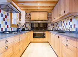 Kitchen: rustic Kitchen by Prestige Architects By Marco Braghiroli