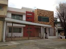 Caracas: Casas unifamiliares de estilo  por Arkalli