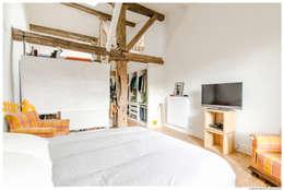 Una casa que ha usado fabulosamente el blanco la madera y - El dormitorio pamplona ...