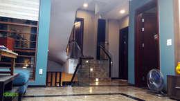 Sảnh tầng liên thông với phòng khách:   by Công ty TNHH Thiết Kế và Ứng Dụng QBEST