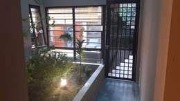 Vườn nhỏ trong nhà:   by Công ty TNHH Thiết Kế và Ứng Dụng QBEST
