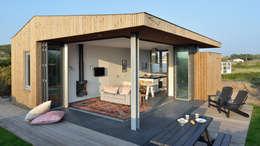 minimalistic Living room by BNLA architecten