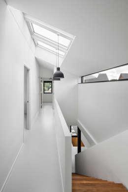 走廊 & 玄關 by BNLA architecten