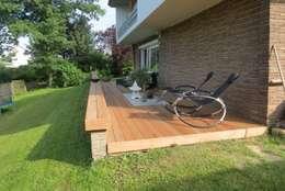 Holzterrasse: mediterraner Garten von Claudius Deichmann Garten- und Landschaftsbau