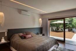 minimalistic Bedroom by Duducirvidiu Arquitetura