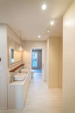 든해: AAPA건축사사무소의  화장실