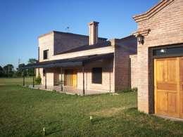 Casa de campo: Casas de estilo rural por Marcelo Manzán Arquitecto