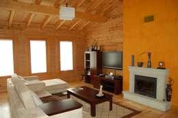 RUSTICASA | Casa unifamiliar | Vila Nova de Gaia: Salas de estar rústicas por Rusticasa