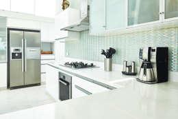 廚房 by Karím Chaman Arquitectos