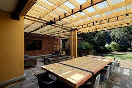 Relación Interior - Exterior. : Terrazas de estilo  por DOSA studio