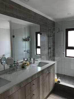 modern Bathroom by AtelierStudio