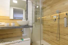 Baños de estilo escandinavo por Danma Design