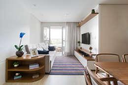 Salas de estilo moderno por Juliana Zanetti Arquitetura e Interiores