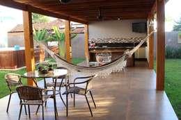 Hiên, sân thượng by Arquiteta Bianca Monteiro