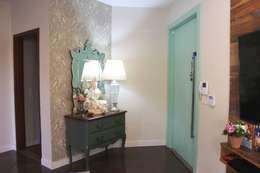 Hall de entrada: Salas de estar ecléticas por Arquiteta Bianca Monteiro