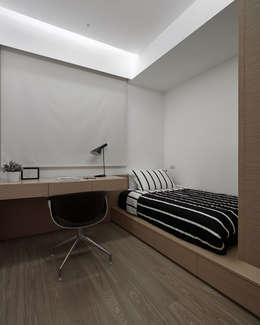 C宅_白。純:  臥室 by 沐禾設計事務所