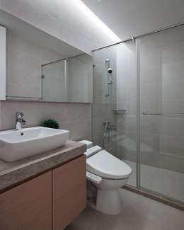 C宅_白。純:  浴室 by 沐禾設計事務所