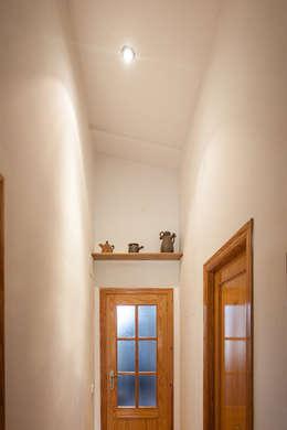 Corredores e halls de entrada  por Isho Design