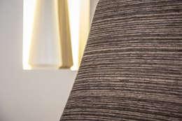 Salas de estar ecléticas por Isho Design