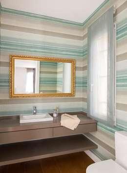 Aseo: Baños de estilo ecléctico de ESTER SANCHEZ LASTRA