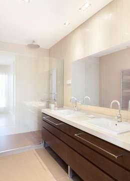 Baño principal: Baños de estilo ecléctico de ESTER SANCHEZ LASTRA