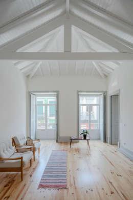 Casa dos Pátios: Salas de estar minimalistas por Pedro Ferreira Architecture Studio Lda