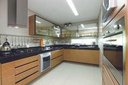 CASA - ALFAVILLE: Cozinhas modernas por Danielle Valente Arquitetura e Interiores