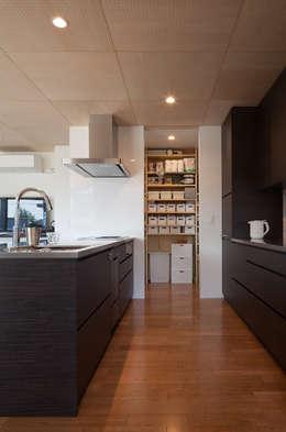 Nhà bếp by 株式会社 井川建築設計事務所