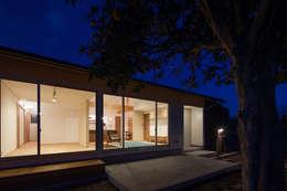 笑顔を奏でる家: 株式会社 井川建築設計事務所が手掛けた窓です。