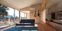 笑顔を奏でる家: 株式会社 井川建築設計事務所が手掛けたリビングです。