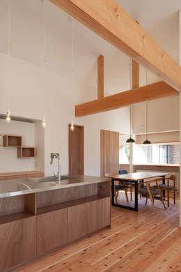笑顔を奏でる家: 株式会社 井川建築設計事務所が手掛けたダイニングです。