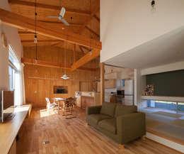 やすらぎの家: 株式会社 井川建築設計事務所が手掛けたリビングです。