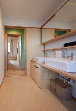 やすらぎの家: 株式会社 井川建築設計事務所が手掛けた浴室です。