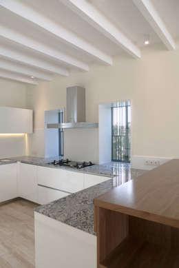 Rardo - Architects: modern tarz Mutfak