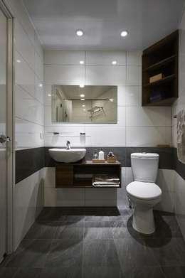 Phòng tắm by 第宅空間設計
