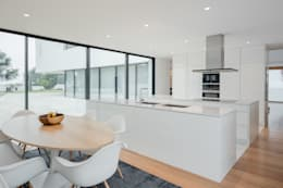 Built-in kitchens by HUGO MONTE   ARQUITECTO