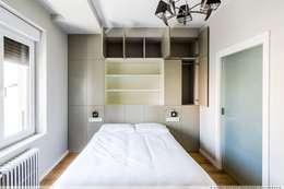 臥室 by TALLER VERTICAL Arquitectura + Interiorismo