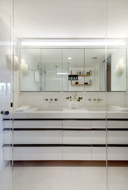 Upper East Side Apartment: modern Bathroom by andretchelistcheffarchitects