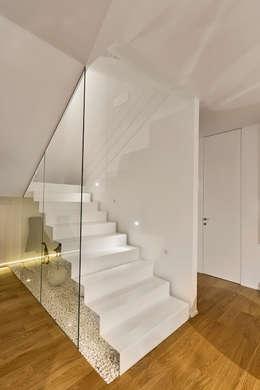 Projekty,  Korytarz, przedpokój zaprojektowane przez Arch. Antonella Laruccia