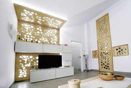 Living 02: Soggiorno in stile in stile Moderno di atelier qbe3