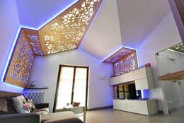 Living 03: Soggiorno in stile in stile Moderno di atelier qbe3