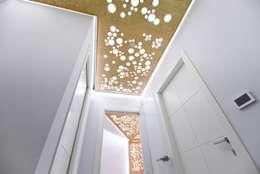 Particolare: Ingresso & Corridoio in stile  di atelier qbe3
