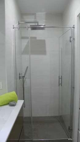 Casas de banho modernas por Arantxa Muru Decoradora